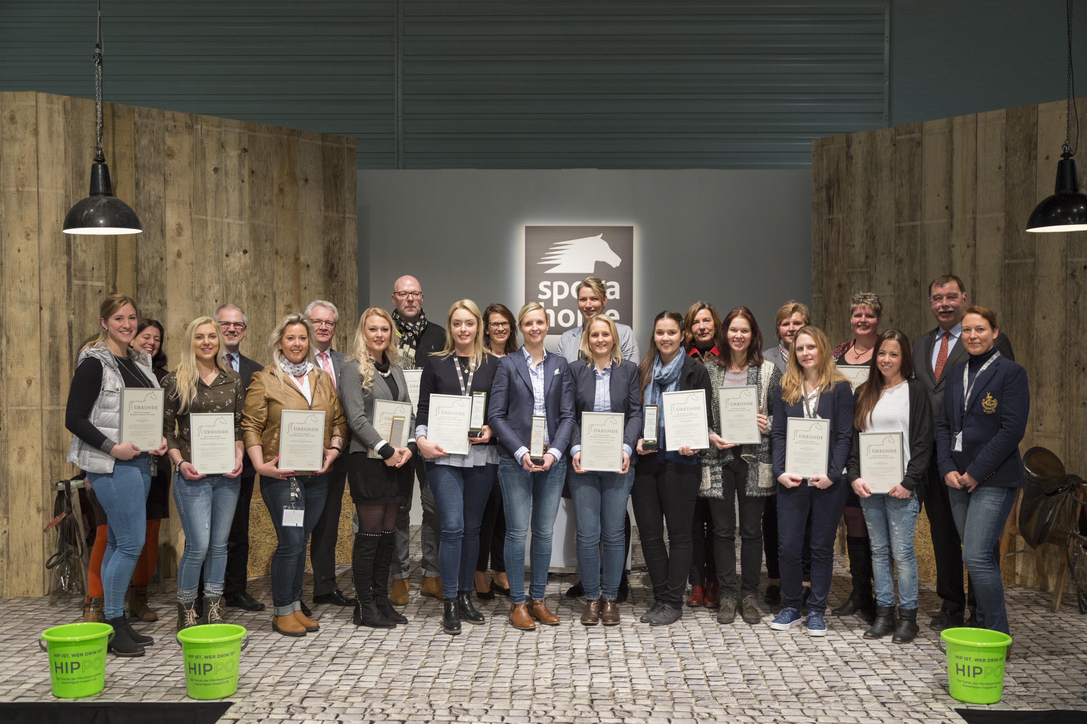 Reitsport Markt-Händler Award 2017/ 2018, Sieger-Gruppenfoto, Halle 8