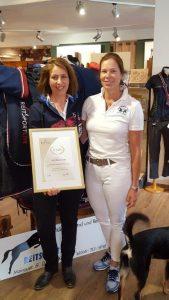 25 Jahre Reitsport Live, Gratulation durch Frau Pfeiffer, Firma Busse